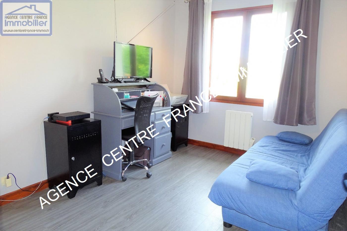 A vendre  La Chapelle Saint Ursin   Réf 030011518 - Agence centre france immobilier