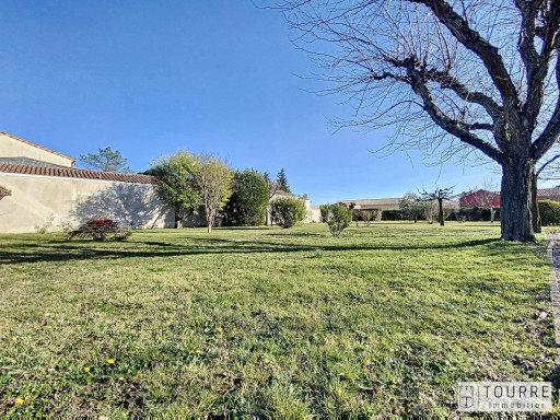A vendre  Vallon Pont D'arc   Réf 301211796 - Agence tourre