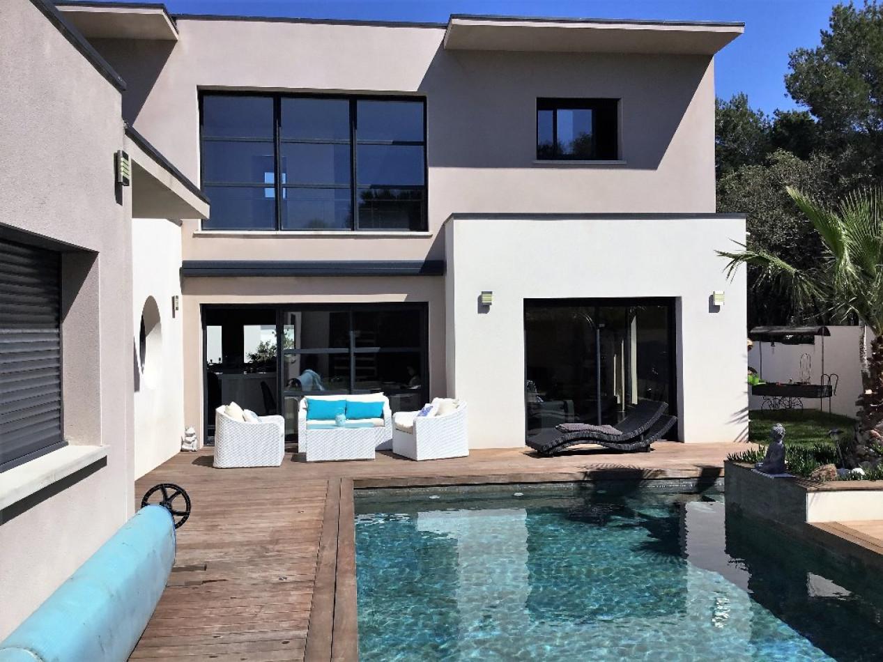 villa d 39 architecte en vente agde r hamilton. Black Bedroom Furniture Sets. Home Design Ideas