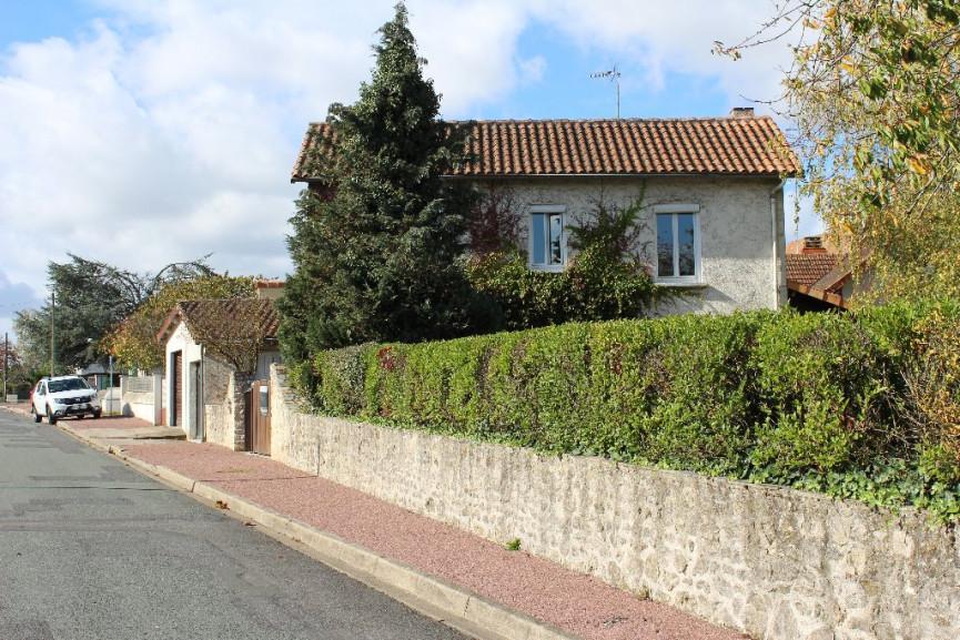 Maison en vente lussac les chateaux r f 1201817137 for Garage lussac les chateaux