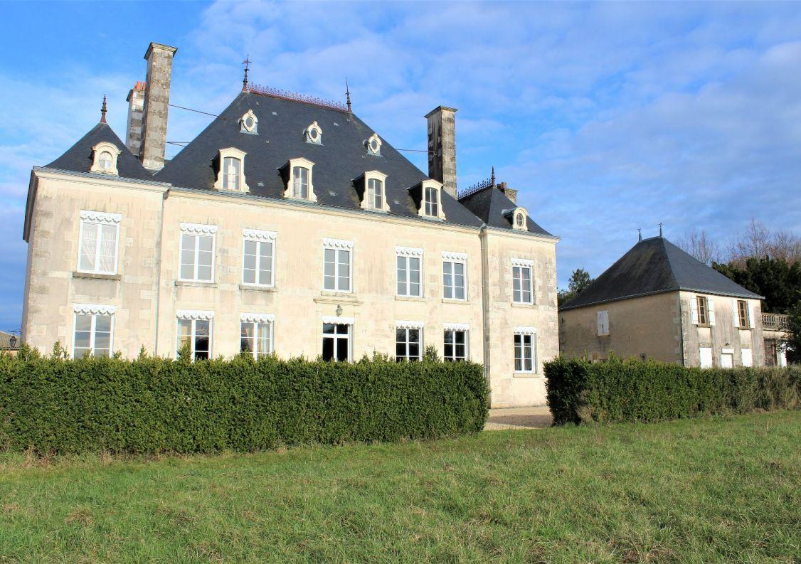 For sale Ch�teau Sanxay | R�f 1201843036 - Hamilton