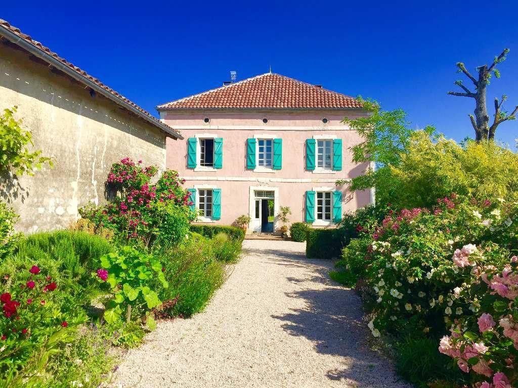 Vente chteaux et belles demeures montauban hamilton for Achat maison 21