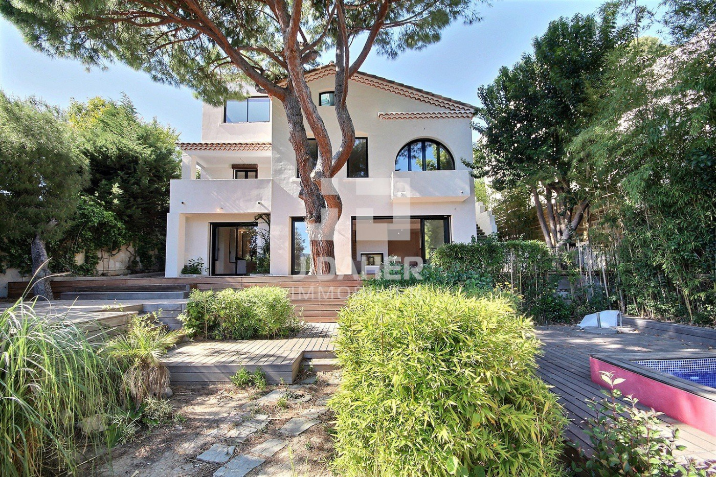 Vente maison Marseille 100eme arrondissement, 21000m² 100m² 100 pièces 10