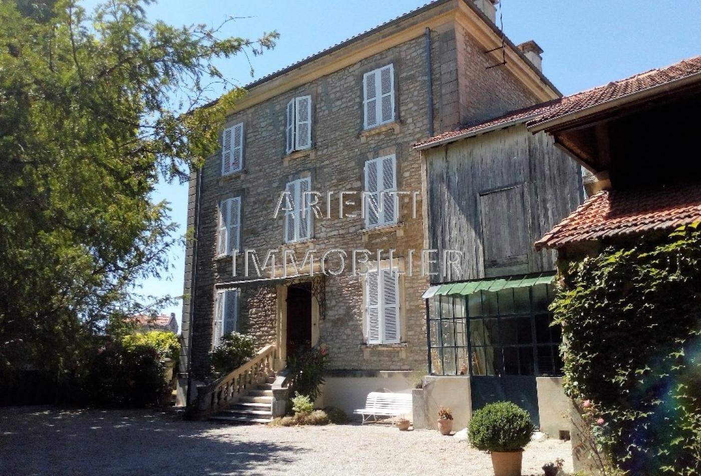 vente maison bourgeoise valreas, 270m² 12 pièces 340 000€
