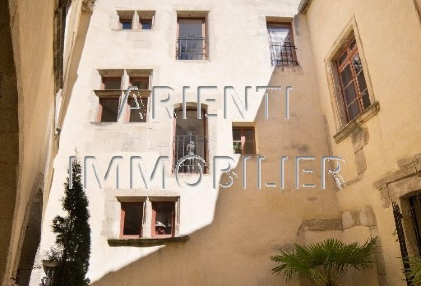 vente maison de village valreas, 400m² 14 pièces 498 000€