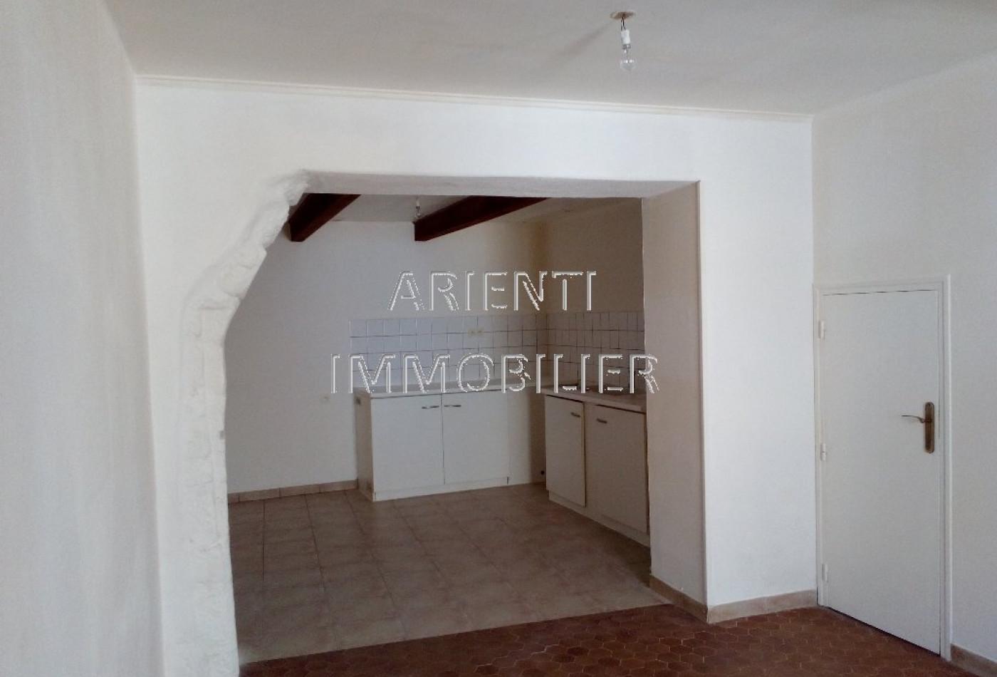 vente maison de village valreas, 75m² 69 500€