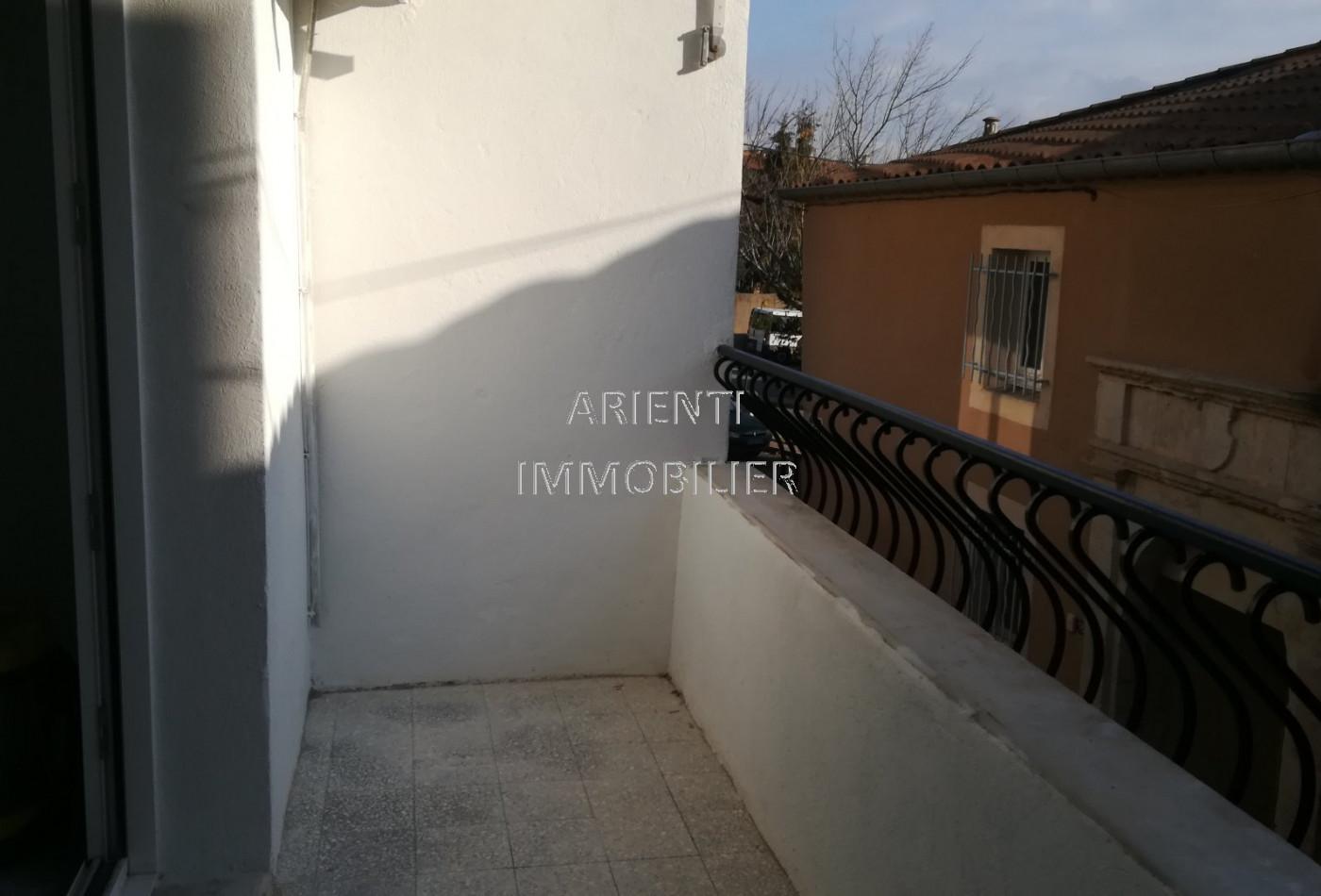 location maison de ville valreas, 80m² 3 pièces 600€