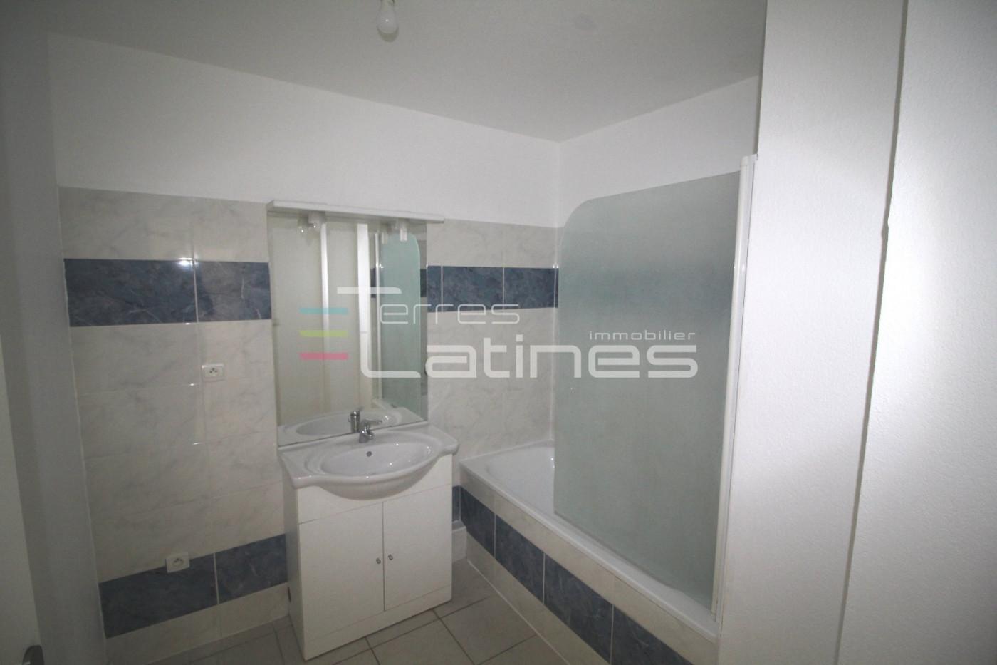 A vendre Nimes 30144455 Terres latines