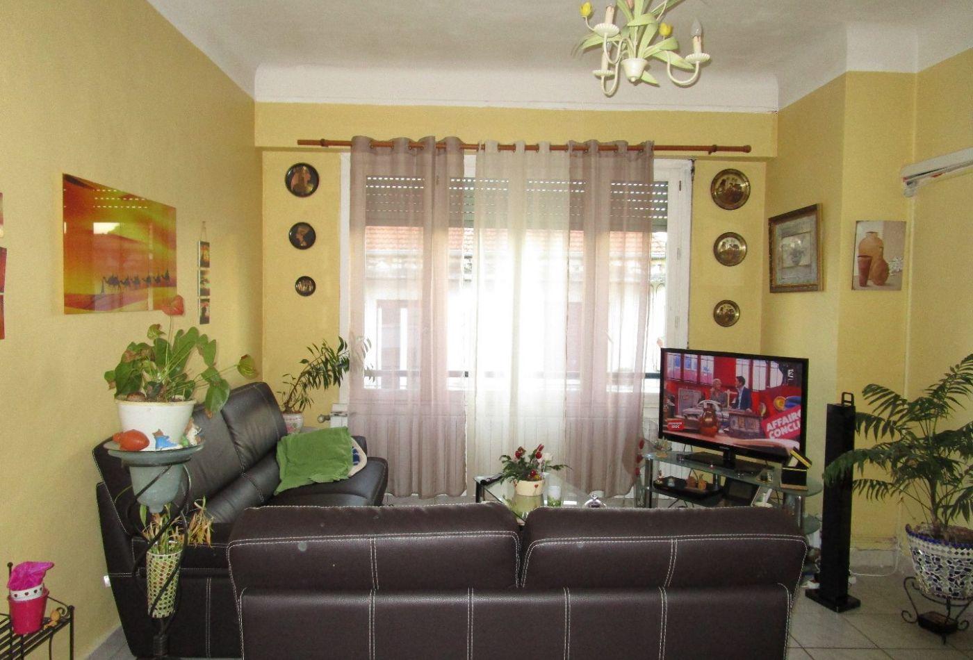appartement en vente nimes r f 301501078 i2t. Black Bedroom Furniture Sets. Home Design Ideas