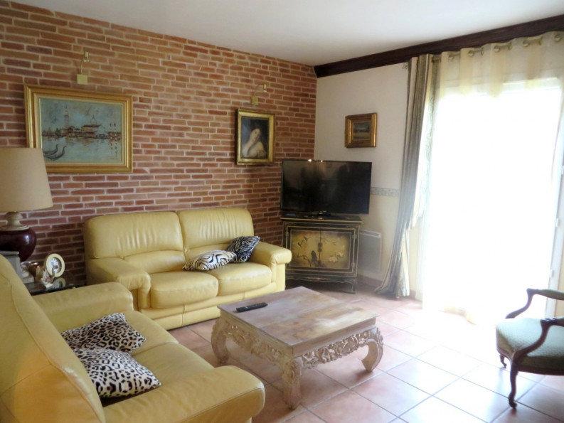 A vendre Le Burgaud 31026841 Office immobilier grenade