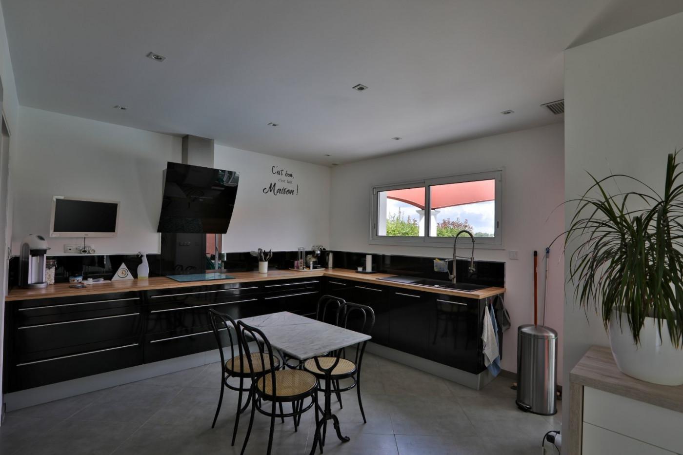 A vendre  L'isle-jourdain   Réf 320072236 - L'occitane immobilier