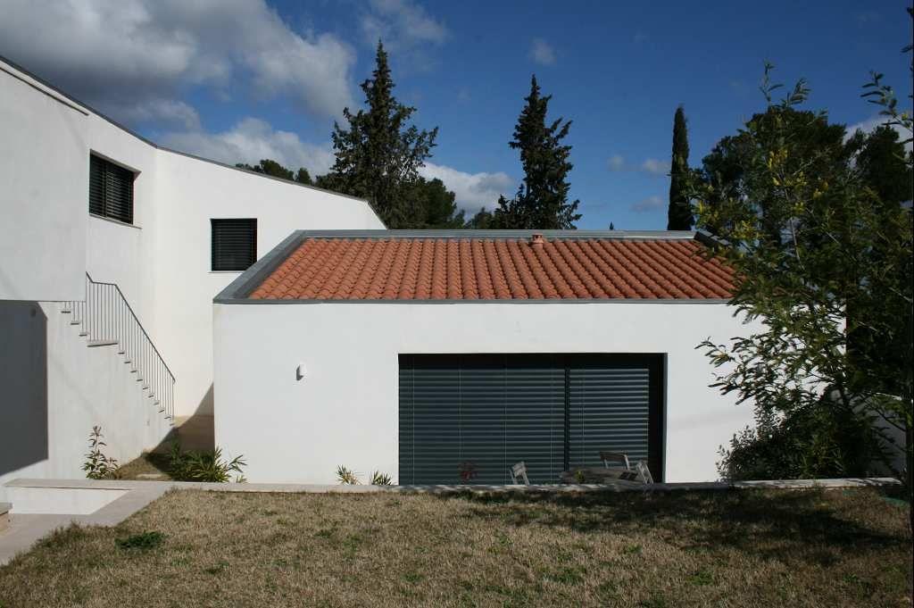 maison contemporaine en vente clermont l 39 herault rf340132239 agence casanova. Black Bedroom Furniture Sets. Home Design Ideas