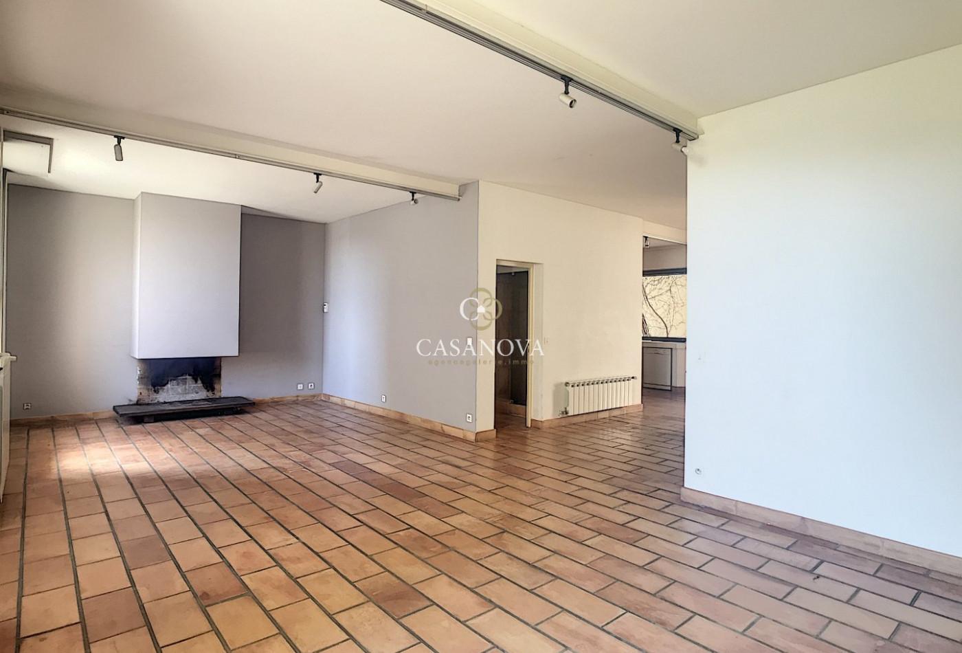 A vendre Nebian 340138415 Agence galerie casanova