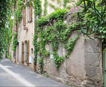 For sale Pezenas  340571947 Albert honig