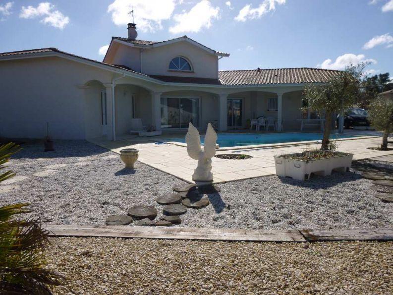 Maison contemporaine en vente blanquefort rf n3407039329 for Piscine blanquefort