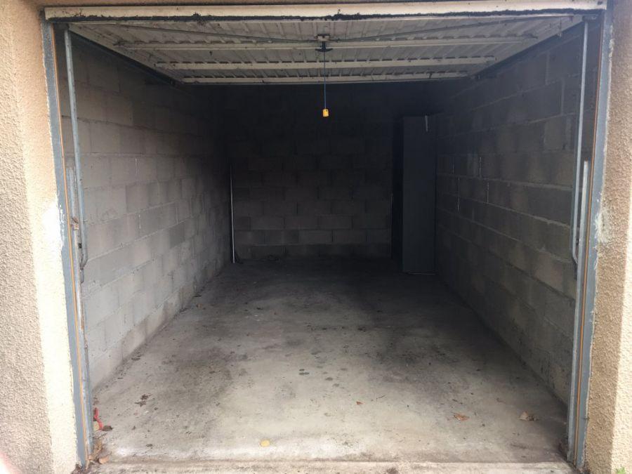 Garage en vente marseillan plage s 39 antoni for Garage achat vente reprise