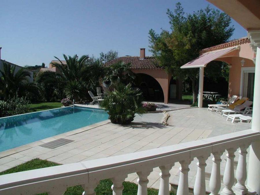 villa d 39 architecte en vente meze rf3415123583 santoni immobilier. Black Bedroom Furniture Sets. Home Design Ideas