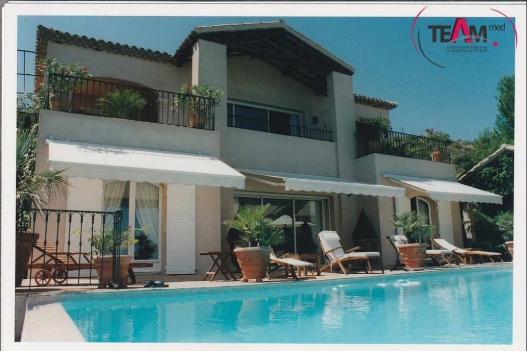 villa d 39 architecte en vente sete r agence amarine. Black Bedroom Furniture Sets. Home Design Ideas