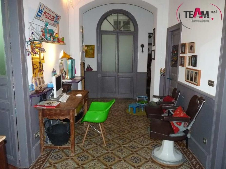 appartement bourgeois en vente sete agence amarine. Black Bedroom Furniture Sets. Home Design Ideas