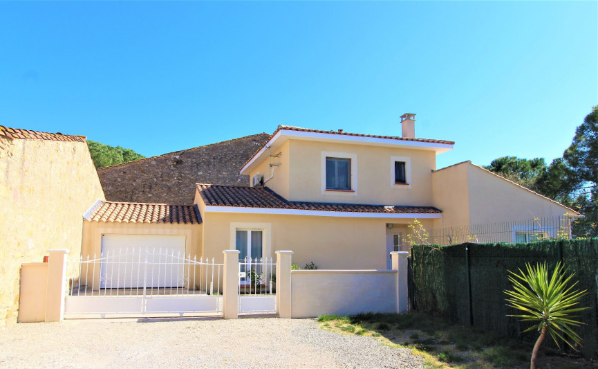 France property for sale in Pouzolles, Languedoc-Roussillon