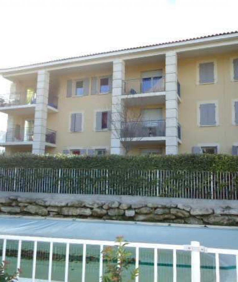 A louer Uzes 3432511486 Thélène immobilier