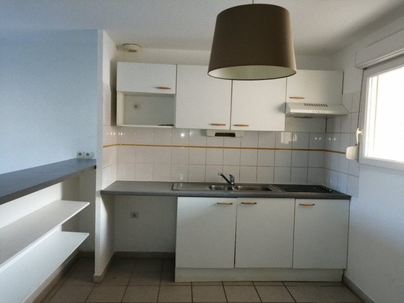 A louer  Poulx   Réf 3432521756 - Thélène immobilier