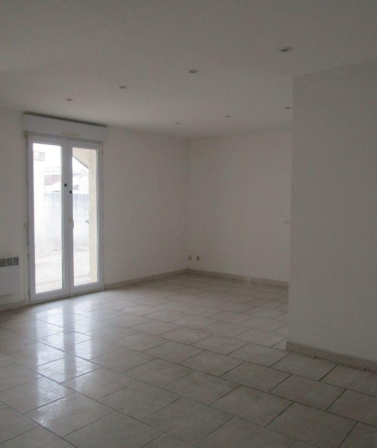 A louer Saint Just  3432527263 Thélène immobilier