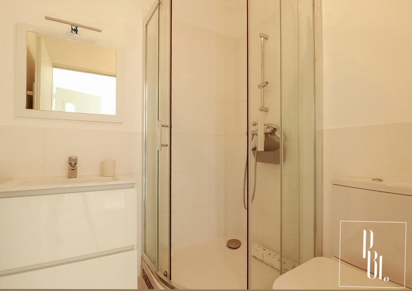 A vendre  Sete   Réf 345051002 - Pierre blanche immobilier