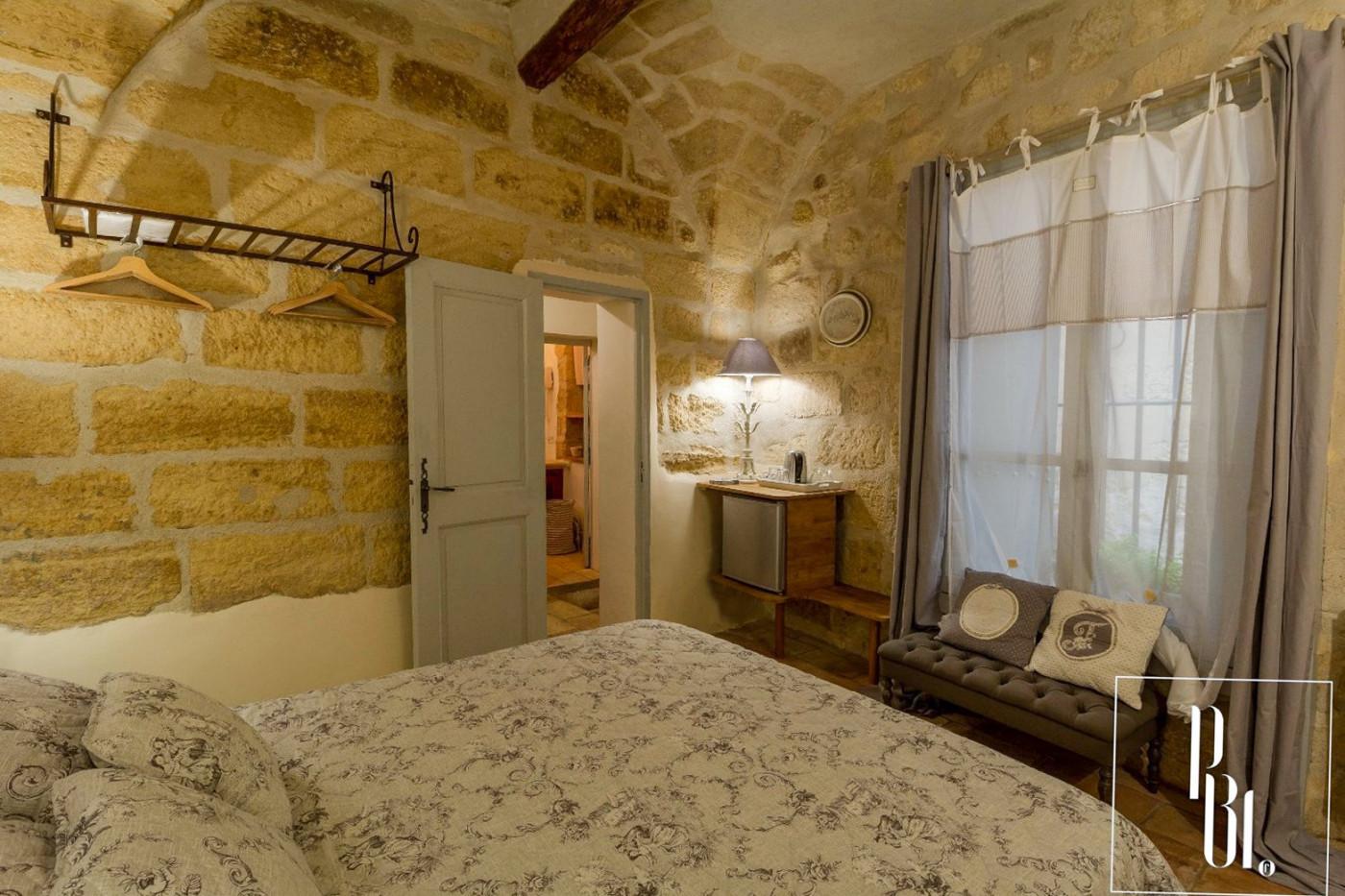 A vendre  Uzes   Réf 34505936 - Pierre blanche immobilier