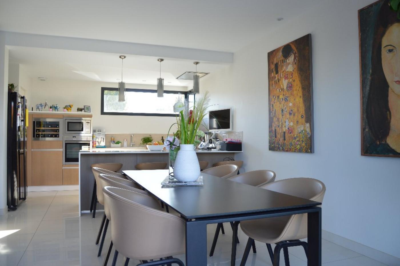 Villa d 39 architecte en vente lattes argence for Architecte lattes