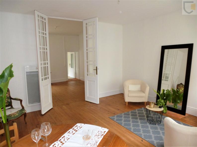 A vendre  La Roche Sur Yon   Réf 44018132 - Amker