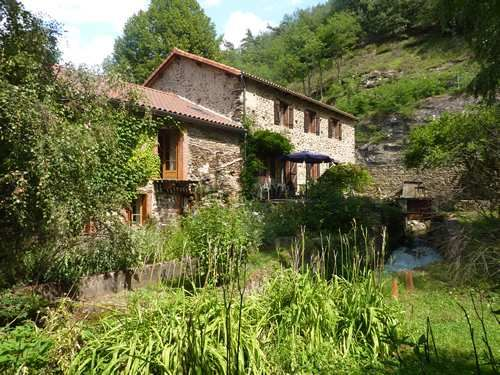 Vente moulin massiac 15500 9 pieces 6 chambres 300m2 for Achat maison avec etang