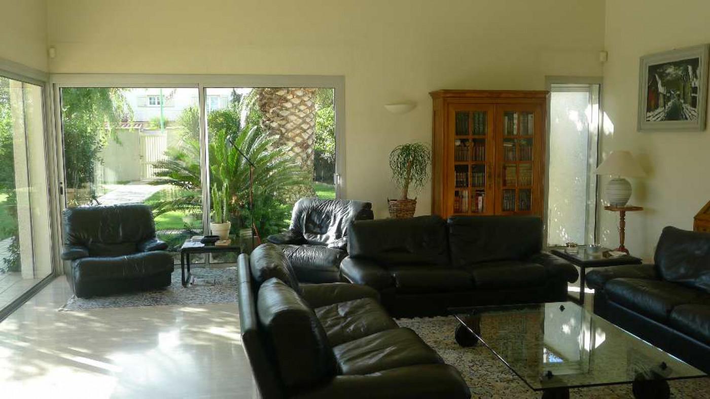 villa d 39 architecte en vente perpignan r must immobilier. Black Bedroom Furniture Sets. Home Design Ideas