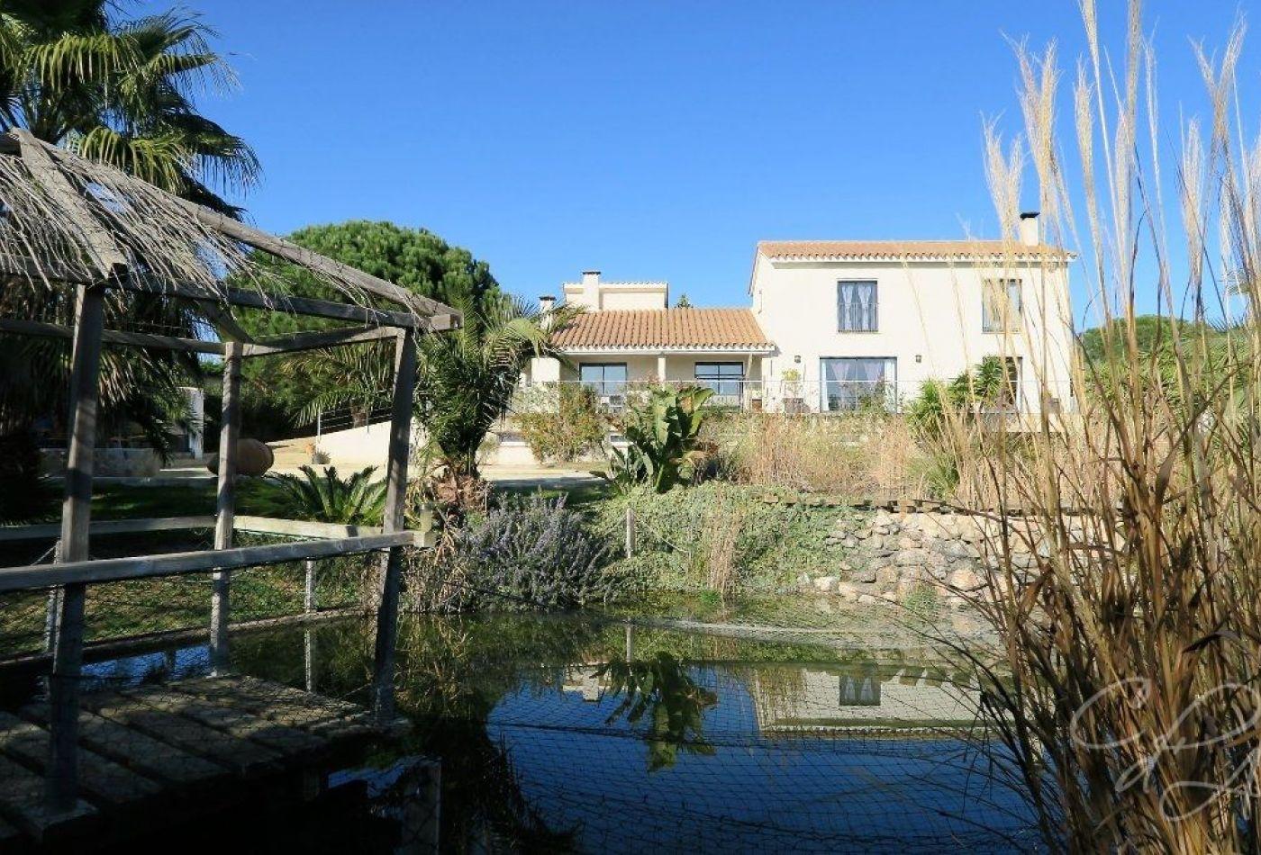 villa d 39 architecte en vente perpignan. Black Bedroom Furniture Sets. Home Design Ideas