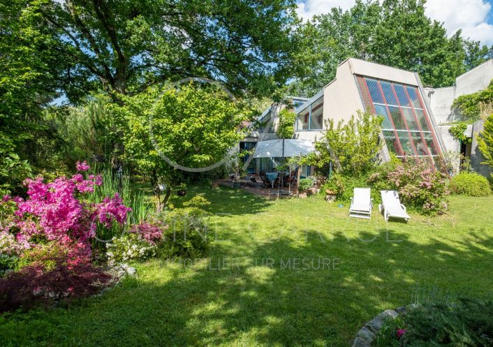 A vendre Villa d'architecte Charbonnieres Les Bains | Réf 6902450 - Carrue immobilier