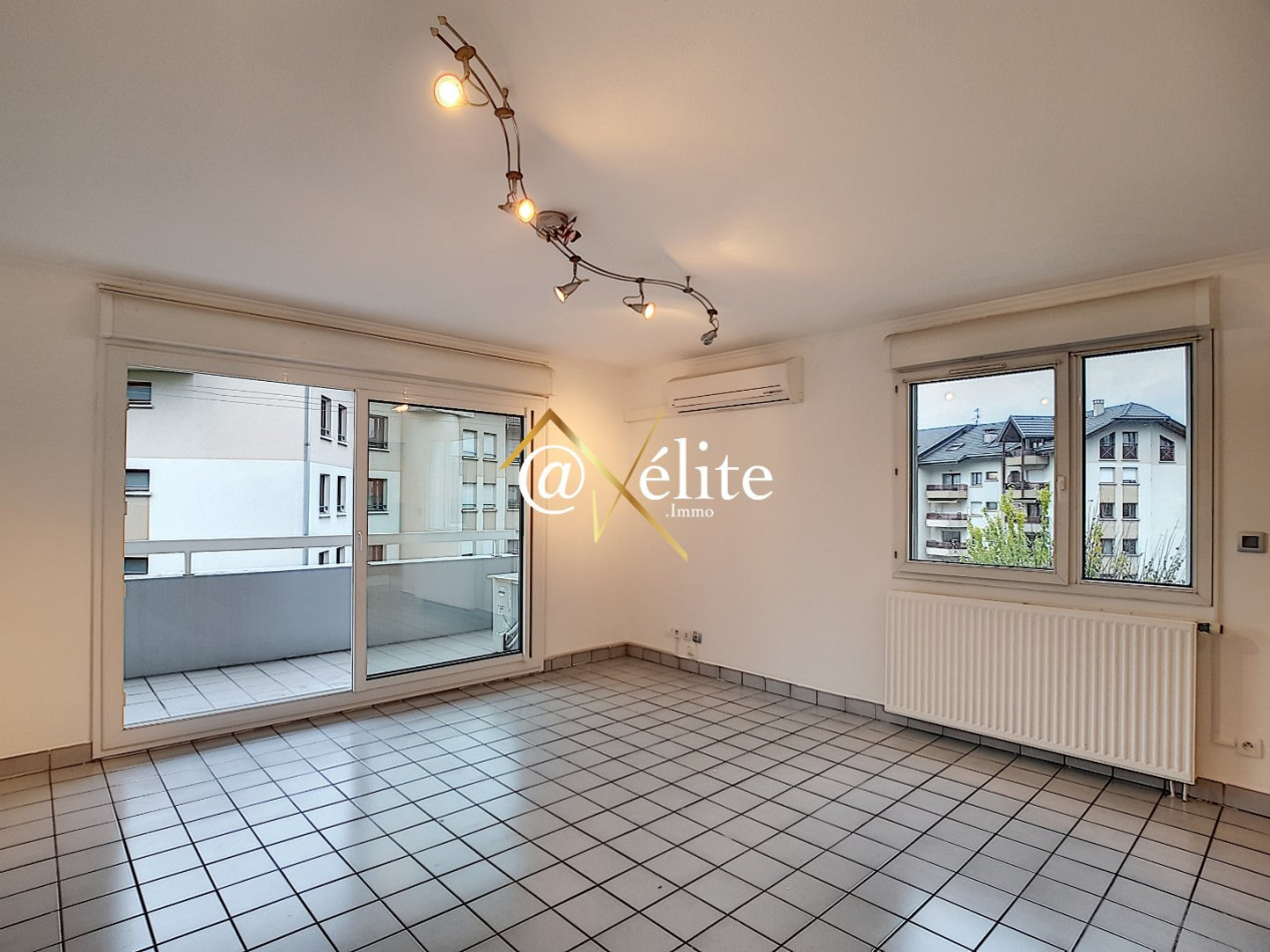 A vendre Ville La Grand 777921986 Axelite sas