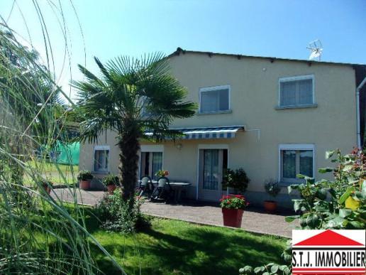 A vendre  Rochechouart   Réf 870011066 - S.t.j. immobilier