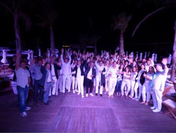 Album souvenir soirée blanche au jungle beach ! S'antoni immobilier