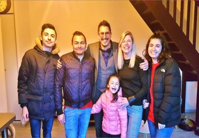 Famille heureuse de son achat au cap d'agde S'antoni immobilier