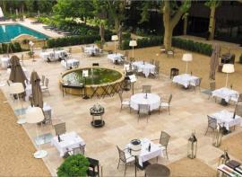 Élégantes et gourmandes, 5 terrasses cultes en provence Comptoir immobilier du luberon